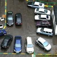 Как парковать машину во дворе