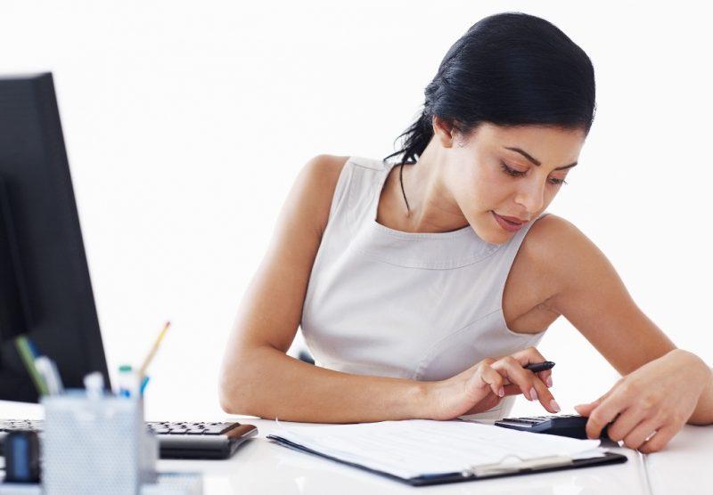 Женщина и калькулятор