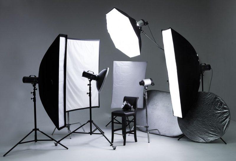 Осветительные приборы и экраны для фотостудии