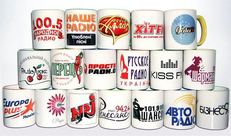 Кружки с логотипами различных радиостанций
