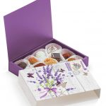 Разноцветные конфеты ручной работы в сиреневой коробочке