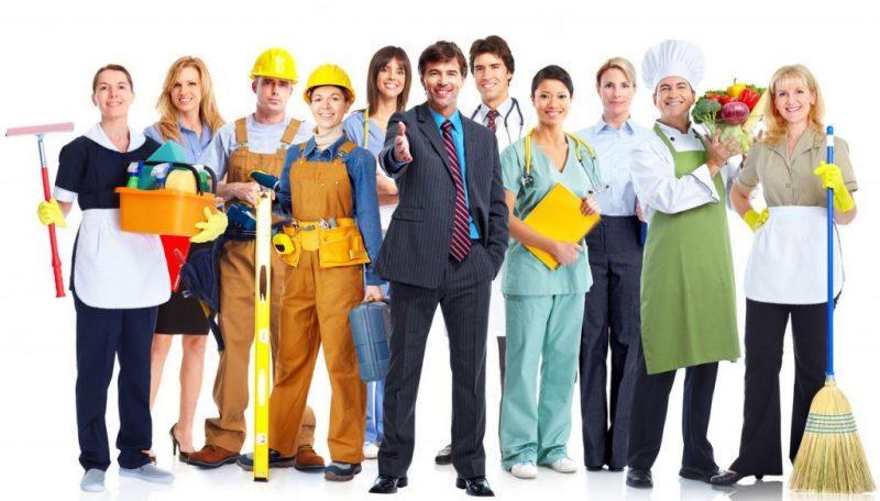 Мужчины и женщины в разных рабочих одеждах